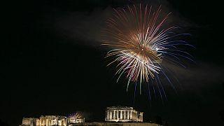 Πυροτεχνήματα πάνω από την Ακρόπολη μετά την Ανάσταση