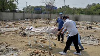 Стихийный крематорий в Нью-Дели