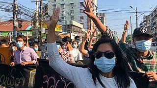 تظاهرات معترضان به کودتا در میانمار