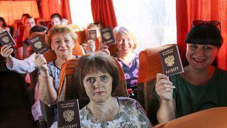 Rus pasaportu tutan Ukraynalılar