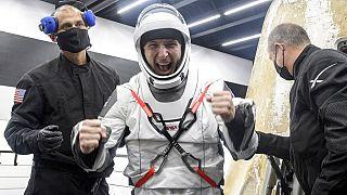 La cápsula Dragon, de la empresa Space X, aterriza con éxito con cuatro astronautas a bordo