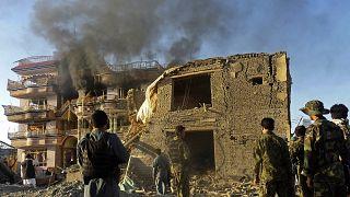 مقر أحد مكاتب المساعدات الأميركية بعد تعرضه لهجوم من حركة طالبان (أرشيف)