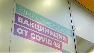 Atrasos na vacinação russa geram desconfiança