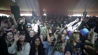 حفل موسيقي تجريبي صاخب في ليفربول - المملكة المتحدة