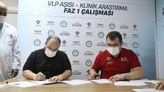 Sanayi ve Teknoloji Bakanı Mustafa Varank ve TÜBİTAK Başkanı Prof. Dr. Hasan Mandal faz 1 aşamasındaki yerli VLP aşısını oldu