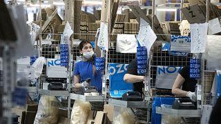 بداخل إحدى المنشآت التابعة لشركة أوزون الروسية وهي شركة مشابهة لأمازون الأميركية
