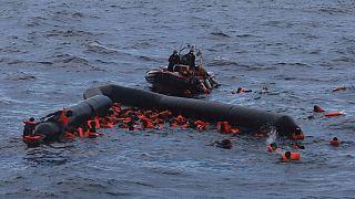 Naufrágio de migrantes no Meditterâneo em novembro de 2020