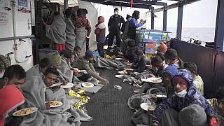 I migranti in arrivo a Trapani
