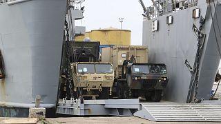 Defender Europe 21 tatbikatında kullanılmak üzere Arnavutluk'a getirilen ABD ordusu askeri araçları.