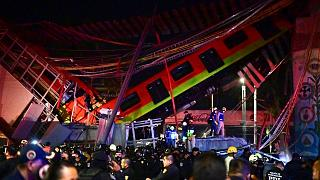 فروریختن پل به همراه قطار مترو در شهر مکزیکوسیتی