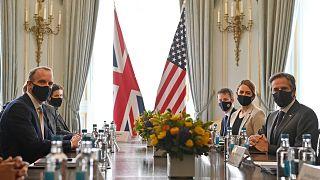 لقاء بين وزير خارجية الولايات المتحدة (بلينكن) والمملكة المتحدة (راب) قبيل اجتماع مجموعة السبع