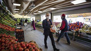 Türkiye'de kapanma sürecinde marketlerde sadece temel ihtiyaç ürünleri satılacak / Arşiv