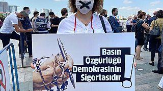 Press in Arrest, izlediği, belgelediği ve raporladığı gazeteci yargılamaları hakkında 'Türkiye'de Gazeteci Yargılamalarının Anatomisi'  raporu yayımladı.
