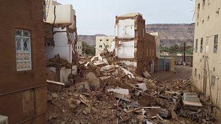 انهيار مبان في حضرموت باليمن إثر أمطار غزيرة تسببت في سيول وفيضانات