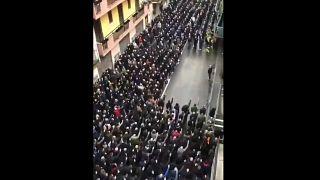 Plusieurs centaines de militants néofascistes via Paladini à Milan (Italie), le 29 avril 2021.