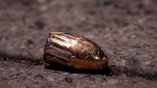 یک گلوله روی زمین