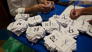 فرز بطاقات التصويت في الانتخابات الإسرائيلية. 2021/03/25
