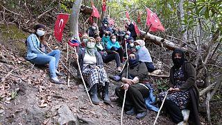 Cengiz İnşaat'in İkizdere'de çalışma yürüttüğü taş ocağı bölge halkı tarafından protesto ediliyor