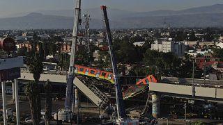 Metro de Ciudad de México siniestrado en un puente elevado