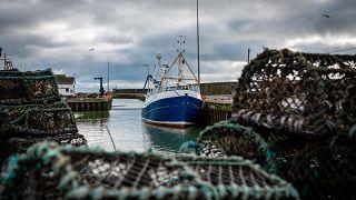 Illustration : Un bateau de pêche dans un port d'Irlande du nord en décembre 2020