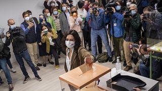 La candidata del Partido Popular, Isabel Díaz Ayuso, vota en Madrid