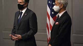 El secretario de Estado estadounidense Antony Blinken (izquierda) con el ministro de Exteriores indio, Subrahmanyam Jaishankar
