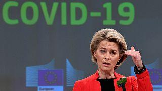 marzo 2021, la presiddente della Commissione europea Ursula Von Der Leyen parla con i media