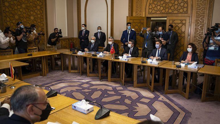 Türk ve Mısır dışişleri heyeti arasındaki siyasi istişareler Kahire'de başladı