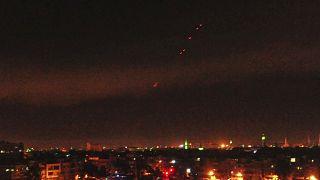مضادات الدفاع الجوي السوري تطلق النار رداً على هجوم (أرشيف)