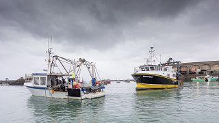 Британские рыбаки блокируют Джерси