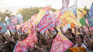 Fahnen beim 27. Sziget-Festival im August 2019