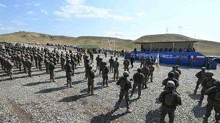 """جنود أمريكيون يحضرون الحفل الختامي للتدريبات العسكرية المشتركة لـ """"Noble Partner 2020"""" مع قوات الناتو في مركز تدريب """"فازياني"""" خارج تبليسي، جورجيا، 18 سبتمبر 2020"""