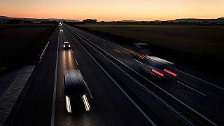 Archives : véhicules circulant sur une autoroute suisse près de Payerne (VD), le 25 août 2020