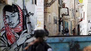 Filistin Halk Kurtuluş Örgütü'nün bir üyesi Leyla Halid görseli