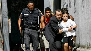 Перестрелка полиции с наркоторговцами во время рейда в трущобах Рио 17/04/2007