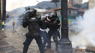 Nem oltanak a zavargások miatt Bogotában