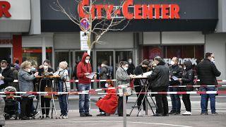 Schlange stehen für Impfungen im Kölner Stadtteil Chorweiler