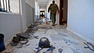صورة أرشيفية تعود لنوفمبر 2014، يظهر فيها جندي ليبي داخل مبنى كانت تستخدمه الميليشيات الإسلامية في بنغازي.