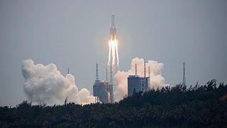 پرتاب موشک غولپیکر چین به فضا