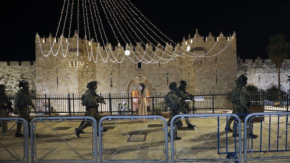 İsrail polisi Kudüs'teki Mescid-i Aksa Camii'ne baskın düzenledi, 59 kişi yaralandı