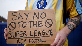 Avrupa Süper Ligi projesini protesto eden bir taraftar