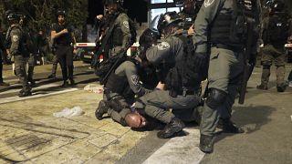 أكثر من 180 جريحاً في القدس في صدامات بين الشرطة الإسرائيلية وفلسطينيين