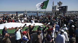 مسيرة للحراك المستمر ضد الفساد الحكومي بالجزائر. 07/05/2021