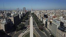 L'Obélisque de Buenos Aires fait peau neuve avec un an de retard
