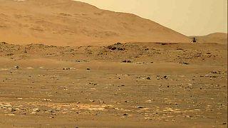 """NASA'nın Mars'a gönderdiği Perseverance keşif aracında bulunan """"Ingenuity"""" adlı mini helikopter"""