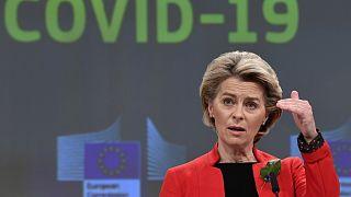Ursula von der Leyen bizottsági elnök egy brüsszeli sajtótájékoztatón