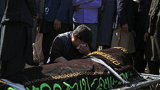 Afganistan'da bir okula yönelik düzenlenen bombalı saldırıda en az 68 kişi hayatını kaybetti 160'tan fazla kişi de yaralandı