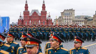 Die zentrale Siegesparade mit 12.000 Soldaten fand auf dem Roten Platz in Moskau statt