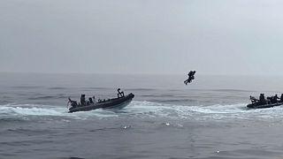 """İngiltere ordusu """"uçan tulum"""" teknolojisinin henüz askeri tatbikatlar için hazır olmadığı görüşünde."""