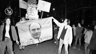 """Paris, le 10 mai 1981 : """"le peuple de gauche"""" célèbre la victoire de François Mitterrand"""